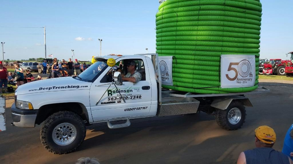 Tiling stringer truck in parade